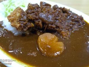 カツカレー750円/キッチンヨッチ