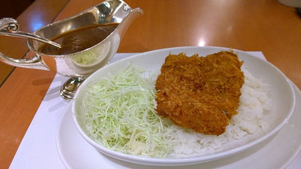 SATSUKIのカツカレー3547円。